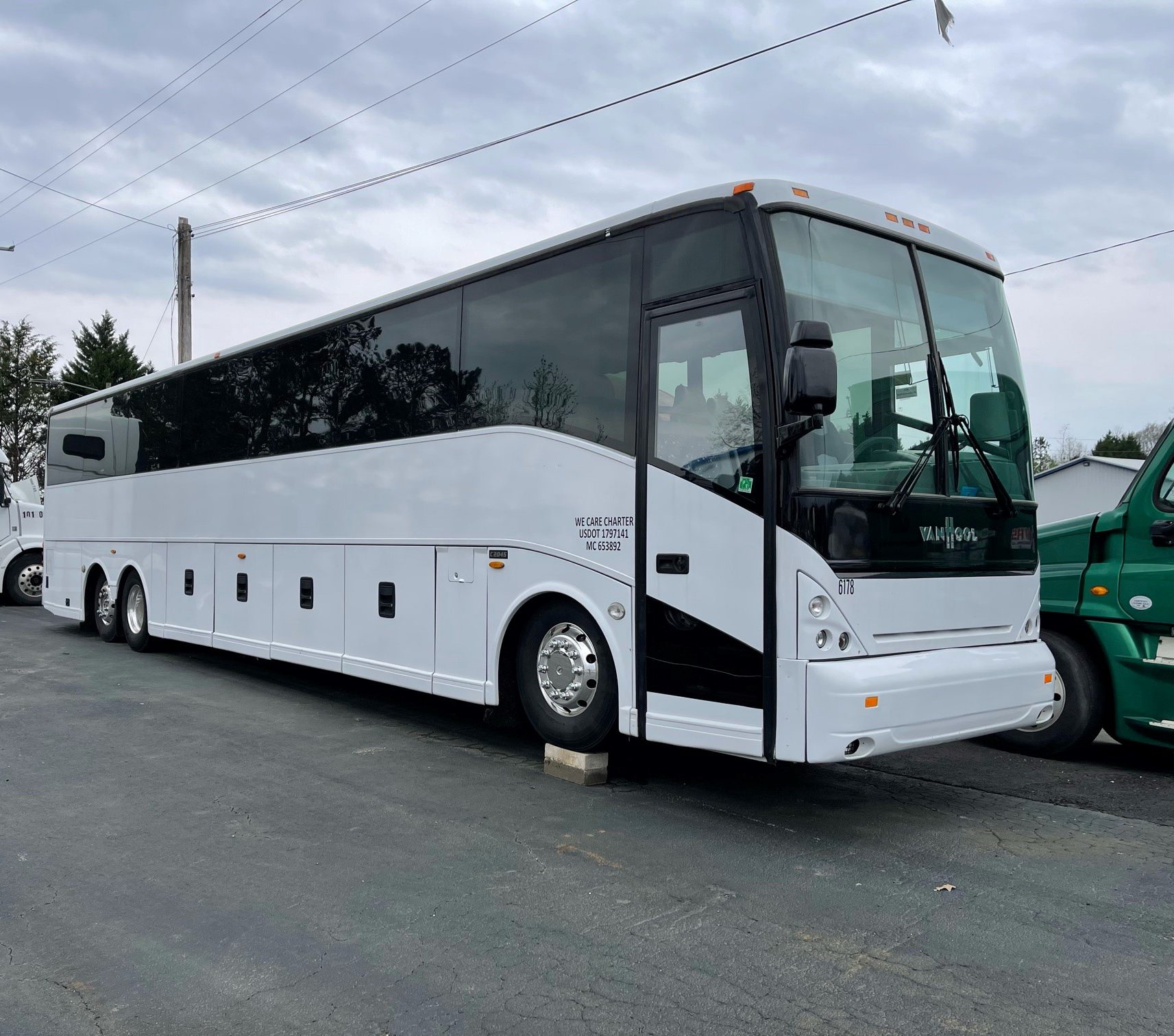 Unreserved Bus and Truck Auction